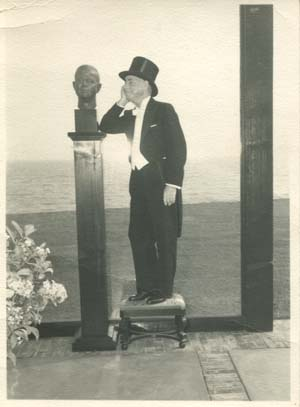 CEM with bust of CEM by Gitou Knoop, 1954.